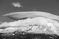 Lenticular cloud over Mt shasta, California_k3d0457x1550_BW